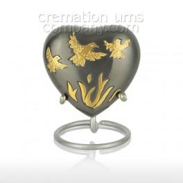 http://www.cremationurnscompany.com/1087-thickbox_default/journey-3inch-heart.jpg
